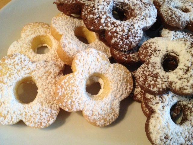 I canestrelli di riso vaniglia e cacao sono dei deliziosi biscotti friabili e leggeri ideali per una sana colazione o come base per cheesecake senza glutine