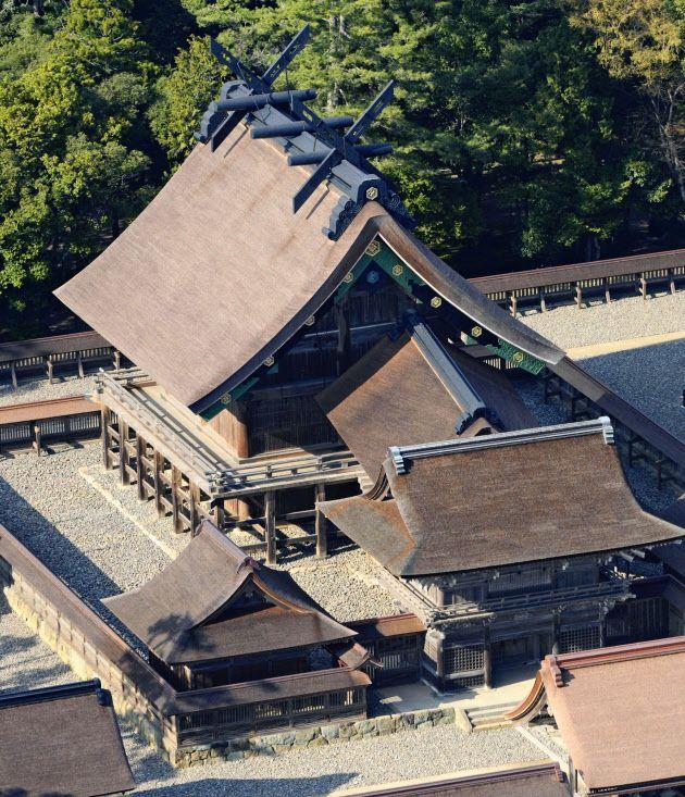 上空から見る本殿。数千年の歴史を持ち八雲立つ出雲大社の見所スポットを集めました。
