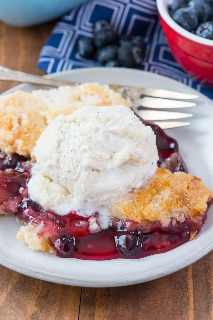 Cherry Berry Dump Cake - this easy cobbler recipe has just 5 ingredients! It starts with your favorite cans of pie fillingand topped with a cake mix.