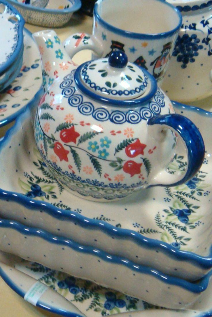 заварочный чайник Тюльпаны и формы для запекания Чернички / Teapot Tulips and forms for baking Blueberry  #посударучнойработы #керамикаручнойработы #посуда #ceramics #pottery #polishpottery ceramic tableware | pottery | polish pottery | boleslawiec | посуда | керамическая посуда | польская керамика | польская посуда | болеславская керамика | керамика