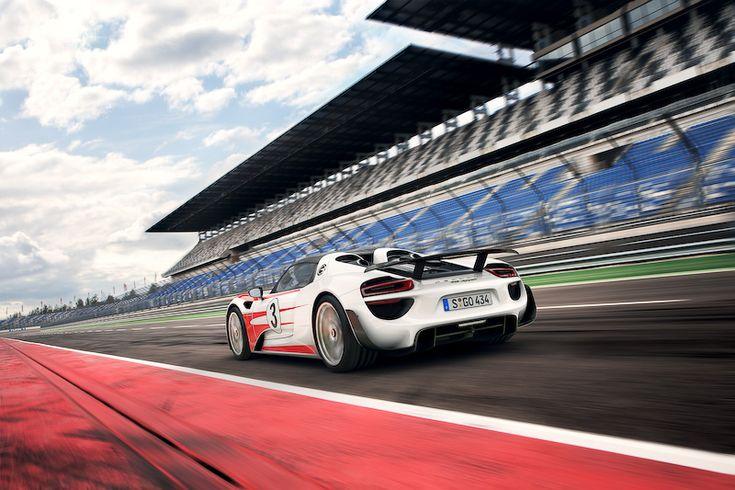 [画像]独ポルシェ、「918 スパイダー」のスペックがさらに向上 / ヴァイザッハパッケージ装着車は0-100km/h加速が2.6秒に、300km/hまでの到達時間が19.9秒に - Car Watch