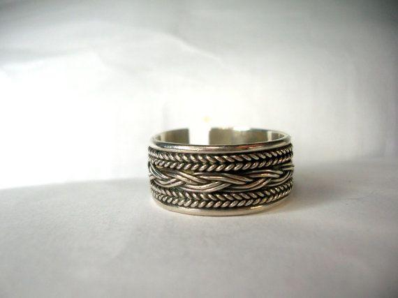 Zeer gedetailleerde sterling silver ring versierd met geweven vlecht en rope motieven. Boheemse ontwerp 925 sterling zilver verstelbare ring.  Perfect voor dagelijks gebruik voor mannen en vrouwen.  Het is verstelbaar en meet 1 cm breed.  Komt cadeau verpakt in een doos met lint kosteloos.