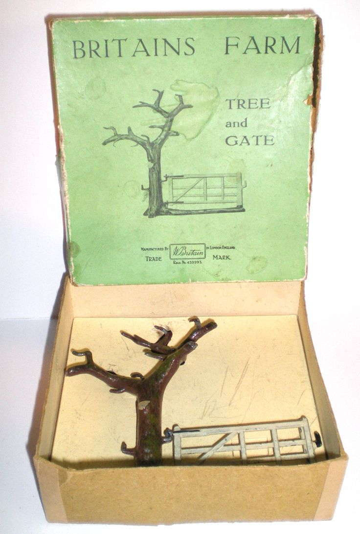 BOXED TREE AND GATE #7F