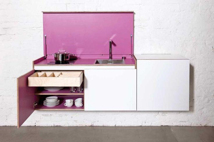 MINIKICompatta, una cucina basata su 3 moduli e 14 colori abbinabili tra loro. Insignita di numerosi premi di design, una volta chiusa è del...