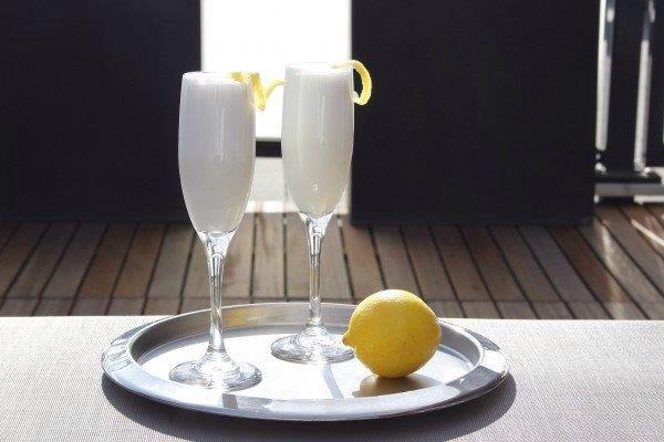 Scroppino: - Wodka (0,5 deel); - Prosecco (1 deel); - Citroensorbetijs (3 eetlepels).
