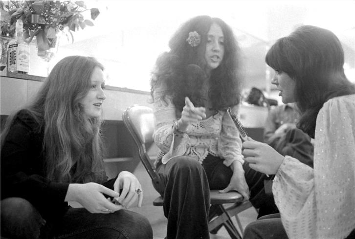 Bonnie Raitt, Linda Ronstadt & Maria Muldaur, 1974 - Check out the bottle of Jim Beam. Cheers!