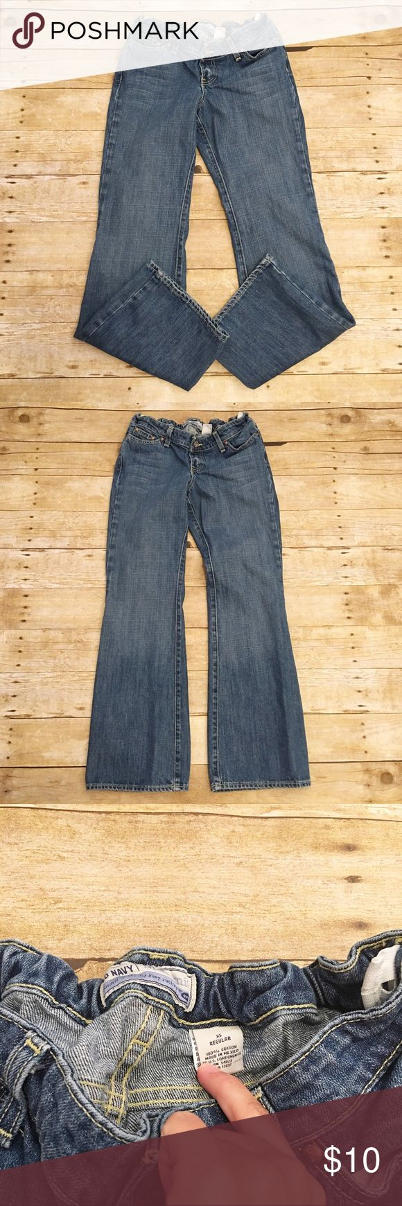 Old Navy XS regular maternity jeans Very good condition Old Navy maternity jeans in a size XS. Very comfortable! There are adjustable straps on the inside. No major flaws. Inseam- approximately 29 inches. Old Navy Jeans Boot Cut