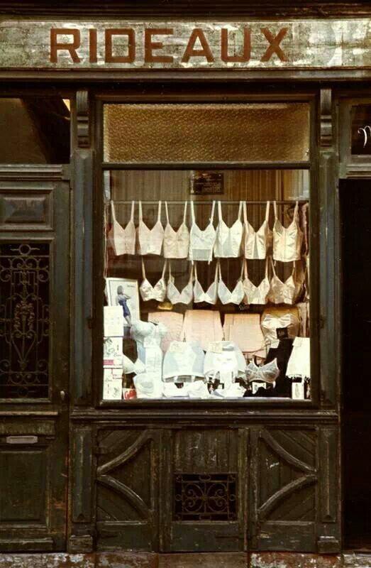17 best paris je t 39 aime images on pinterest france old - Salon lingerie paris ...