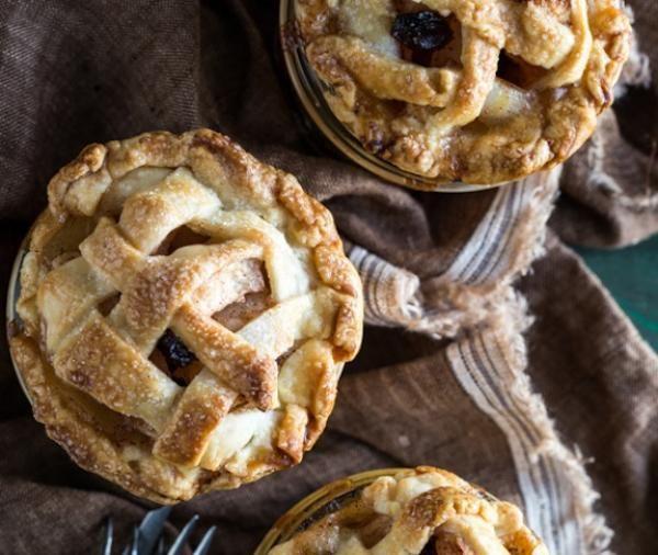 Apple Raisin Pies In Jars | KitchenDaily.com