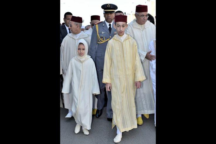 La plus religieuse   Ce vendredi 22 janvier, le petit prince Moulay El Hassan, fils du roi du Maroc Mohammed VI et de la princesse Lalla Salma, était avec sa petite sœur la princesse Lalla Khadija à Sala Al Jadida près de Rabat pour accomplir des prières rogatoires ordonnées par leur père.