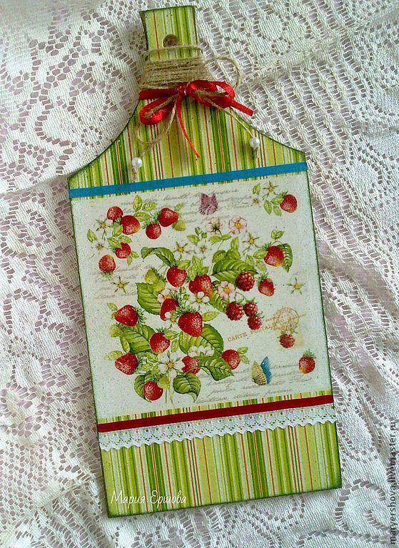 """Кухня ручной работы. Ярмарка Мастеров - ручная работа. Купить Доска """"Аромат садовых ягод"""". Handmade. Доска разделочная"""