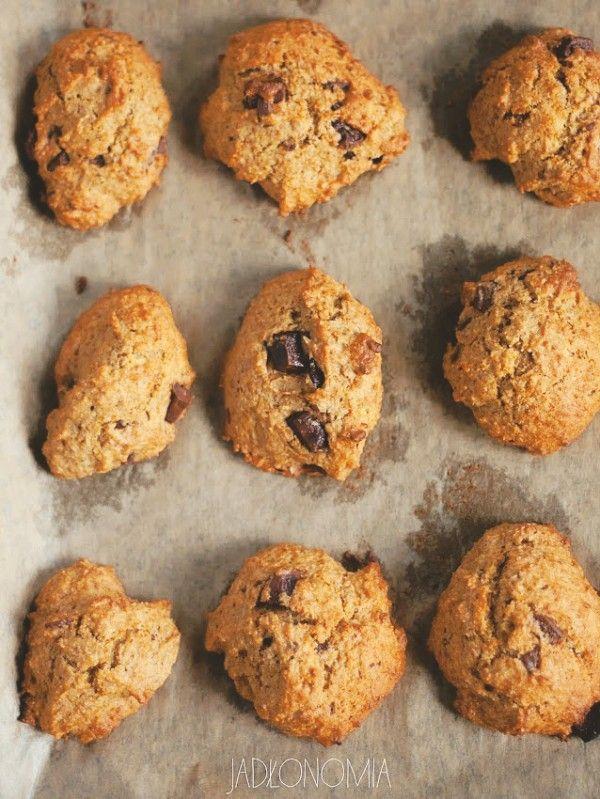 Zawsze myślałam, że przepisy na ciasteczka są zbyt proste i oczywiste, żeby dzielić się nimi na blogu. Jednak po przepisie na owsiane ciasteczka dostałam tak rekordową ilość wiadomości z prośbą o kolejne ciasteczkowe receptury, że nie [...]
