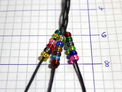 Geflochtenes Armband mit Perlen selber machen             Armbänder aus Baumwolle oder aus Lederriemen erinnern mich immer an die vielen So...