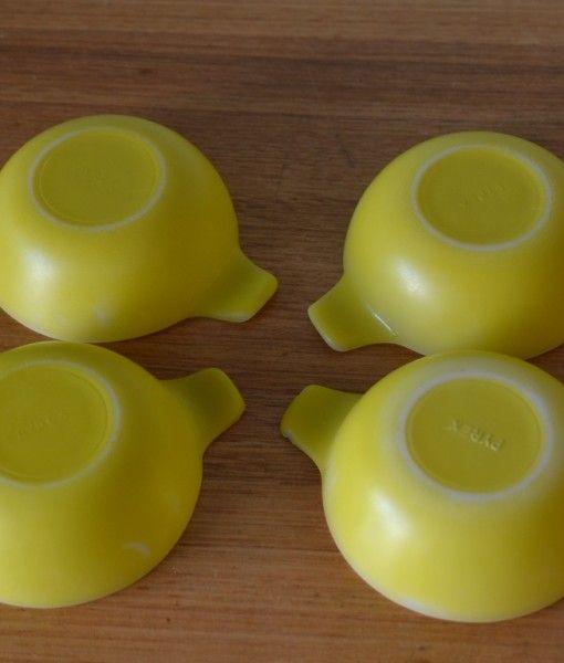 Vintage Pyrex  yellow ramekins x 4 bowls no 878