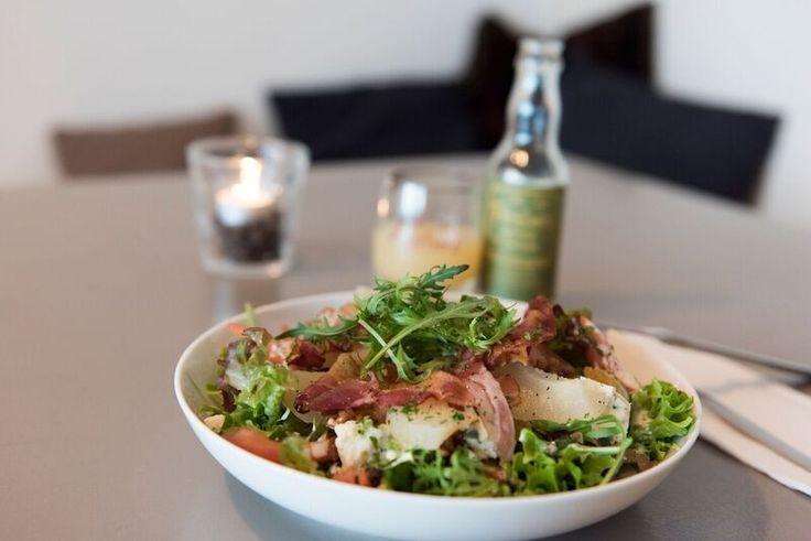 'Roquefortsalade met dressing van Perelaere'. Een heerlijk lunchgerecht, een…