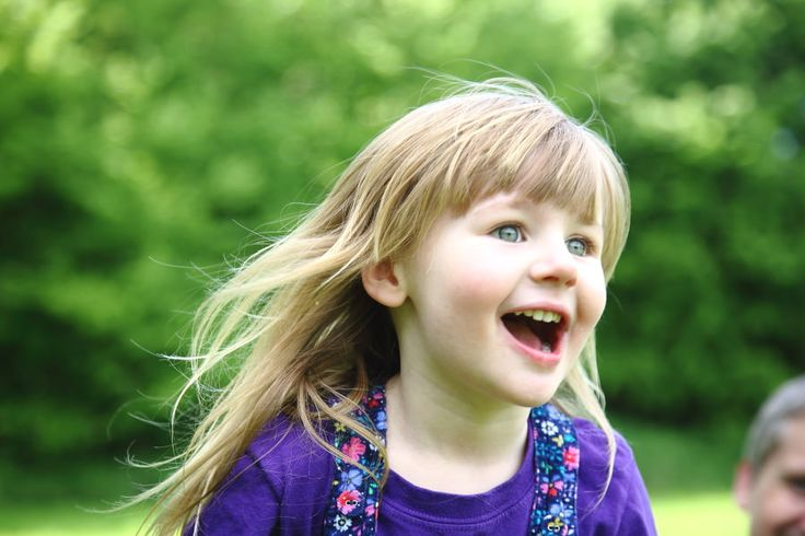 emotive reactions from children at fun family portrait shoot in Cambridge
