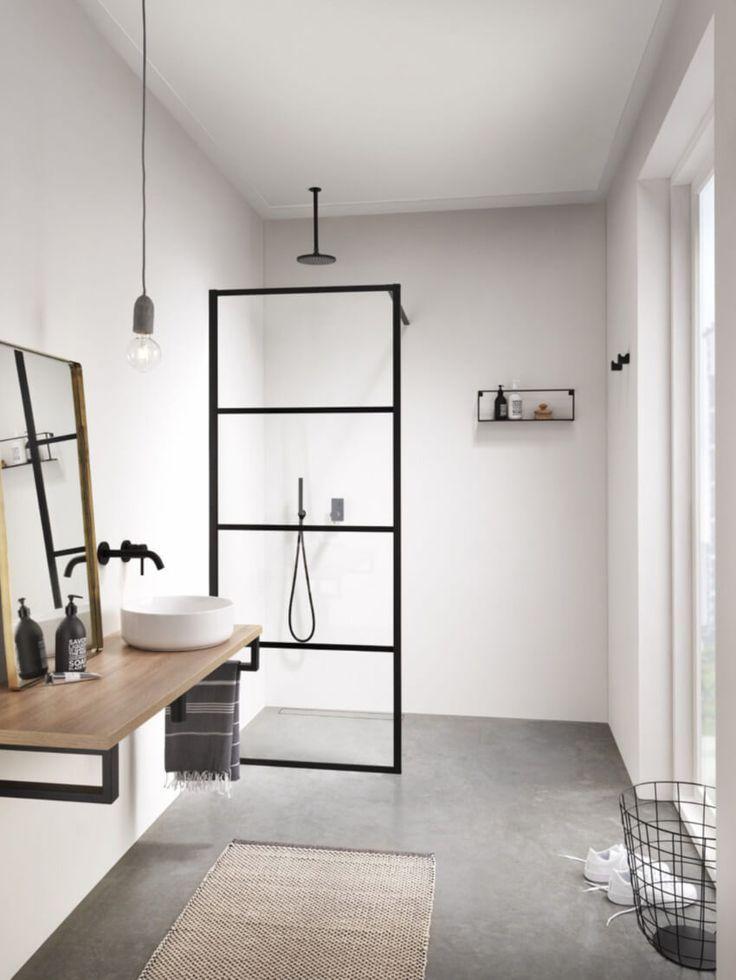 Sauberes Badezimmer montiert