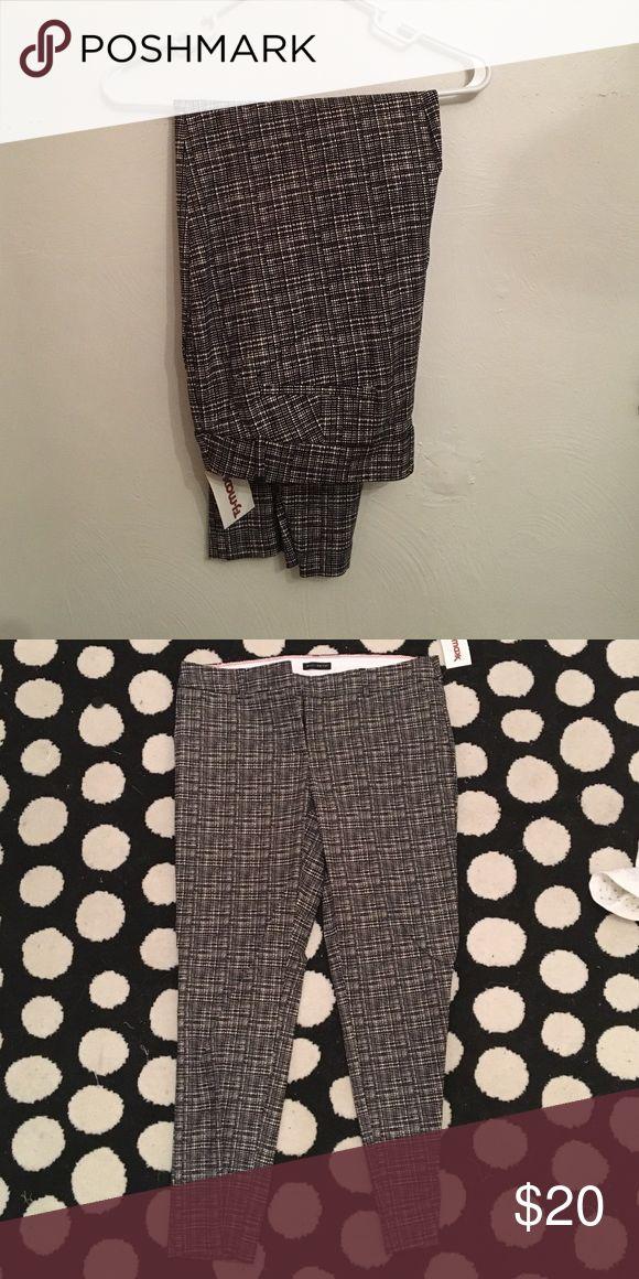 Black and white slacks Black and white slacks, new with tags, never worn!! Willi Smith Pants Trousers