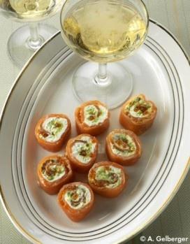 Bouchées de saumon à l'avocat. Variante de la recette de Châtelaine .