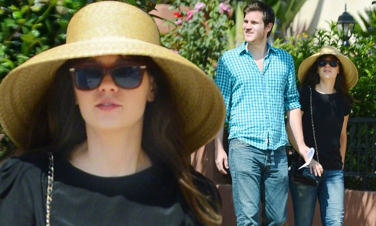 Zooey Deschanel spotted in her Gottex Audrey Hat!    Get this fabulous 50+ UPF here at www.SolEscapes.com