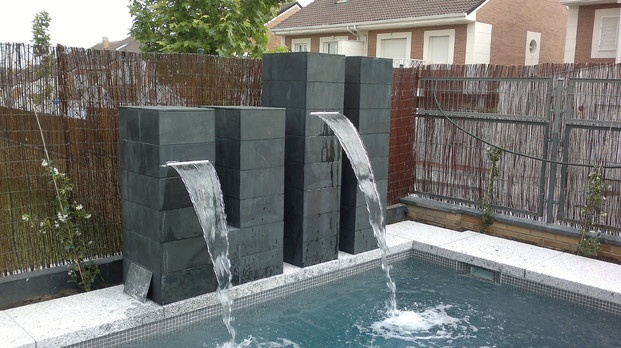 Cascada piscina accesorios pinterest swimming pools - Jacuzzi para jardin ...