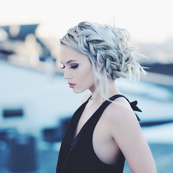 A messy dutch braid half crown look have never been so glamorous to look at. Colored hairs would actually make the braid pop up more compared to darker hair colors.