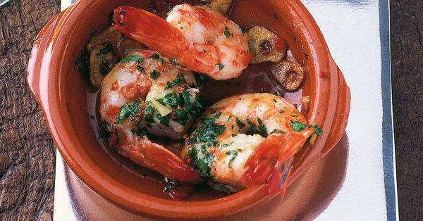 Cazuelitas zaubern echtes spanisches Flair auf den Tisch - wer keine besitzt, kann das Gericht natürlich auch in anderen feuerfesten Formen zubere ...