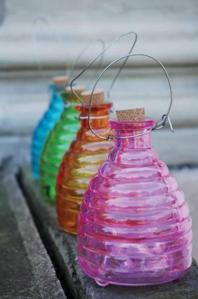 Felakasztható üveg darázscsapda, több színben.