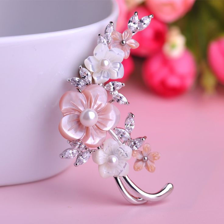 New Top Quality Charming Flowers Brooches Corsage Classy Shell Pearl Zircon Broche Pin Scarf Clip Fashion Jewelry Plum Blossom