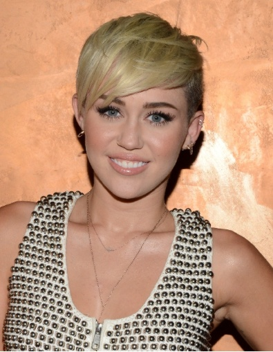 u can all not like her new hair and put mean comments but i love it :)