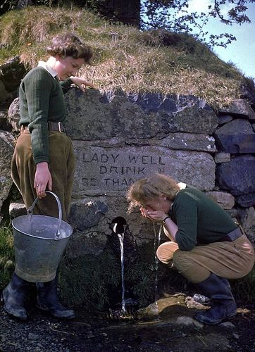 Land Girls using a roadside well, 1944 ~ just love this little spring well.