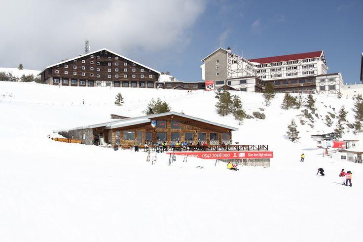 Kartal Otel ile Bolu Dağı'nda, bembeyaz karlarla kaplı çam ormanları arasında kayak keyfinizi konaklama kaliteniz tamamlayacak.