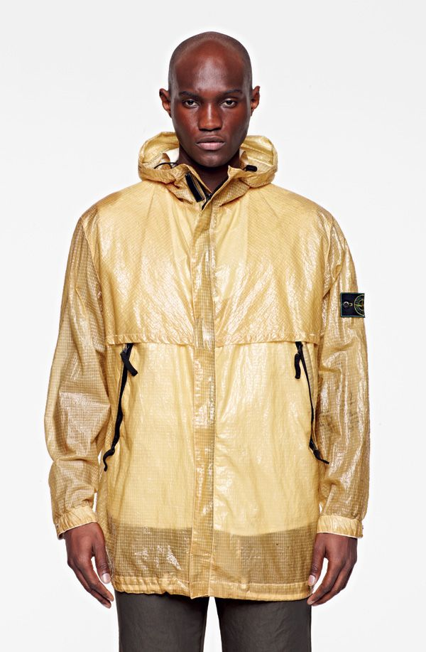 1997-98  Reverse Colour Process on Raso Gommato – which was first printed black, then faded using a corrosion technique on the majority of the surface and then over-dyed and Nylana – a heavy nylon canvas used to line tanks -, became a part of the Stone Island collections. Stone Island starts the research on nylon monofilament, industrial materials used for water filters and gauzes laminated.
