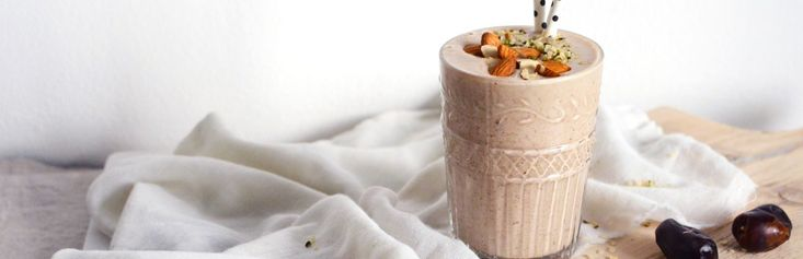 Date, Banana & Coconut Smoothie   for Stress Relief