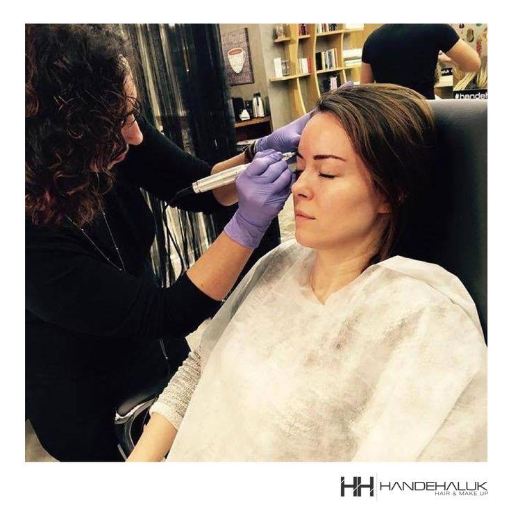 Kaşlar surat ifademizde büyük rol oynar! Örneğin; düşük olan kaşların uç kısmı kıl tekniği uygulaması ile kaldırılabilir ve yüzdeki hüzünlü ifade, yerini daha canlı ve estetik bir görünüme bırakır.   #HandeHaluk #ulus #zorlu #zorluavm #zorlucenter #fashion #beauty #beautiful #style #stylish #love #like #good #mood #beautiful #makyaj #güzellik #kozmetik #kaş
