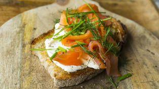 Toast: Ristet brød med røkelaks