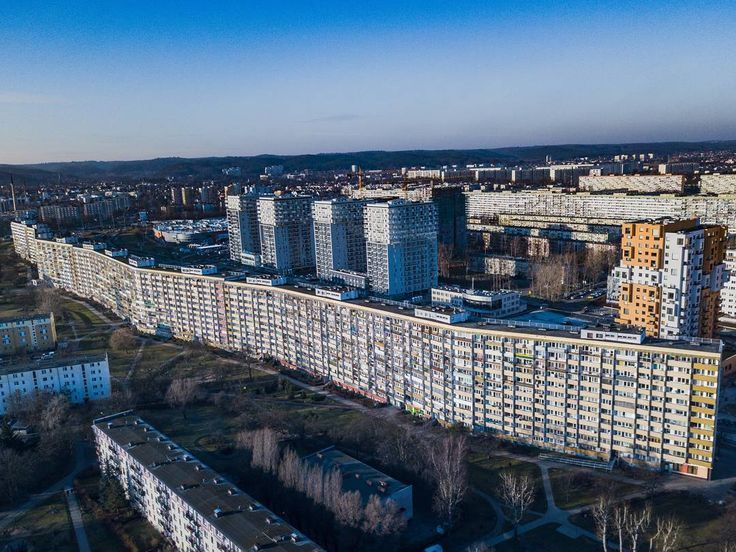 "Another #drone shot of the longest building in #Poland - located in #Gdansk it is one of several #falowiec (""waves"") blocks built in the early 1970's. This one is around 900m long (that's half a mile or so) and is home to about 6000 prople. #modernism #dronestagram #trojmiasto #architecture #bloki #apartments #communism #socialistarchitecture #1970s"