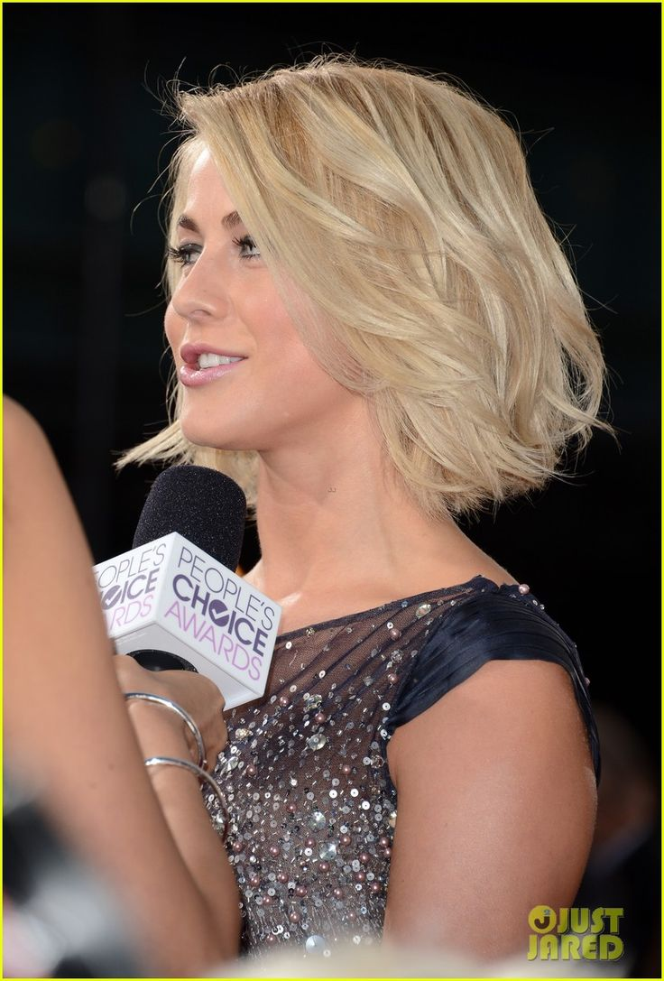 Love her hair :0 I've tried to get it cut like hers 3 times but they always tend to screw it up :(