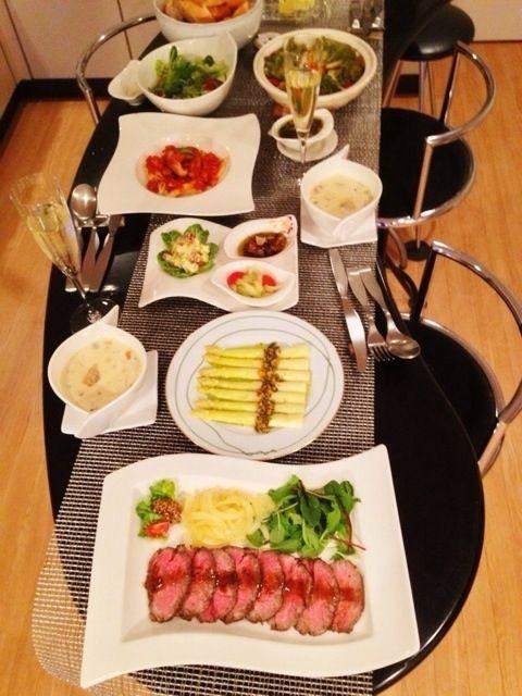 前菜に、セロリ&トマトのマリネ⭐アボカドのクリームチーズ和え⭐ホタルイカのアヒージョ⭐ - 20件のもぐもぐ - ローストビーフ♪ホワイトアスパラガス キノコ&パプリカのソース♪など by kumariextreme