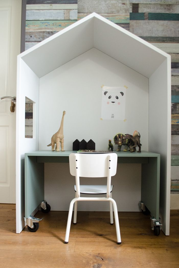 Recently I came across a new firm of children furniture called Bedhuisje. I find quite interesting their proposal of versatile and cute furnishing for the little ones. The basis of their collection is a house shape furniture that you can use in different ways. The house can be employed as a headboard for the bed, as […]
