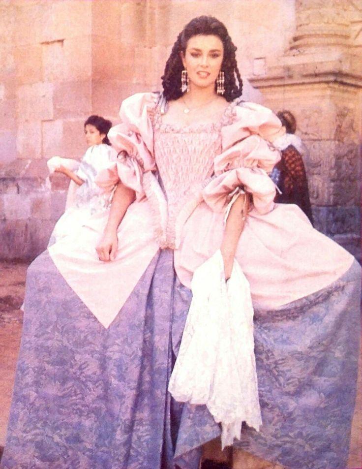 La #DamaDelRelicario #DoñaLeonorDeSantiago interpretada por la #DivaDelSiglo #SeñoraTelenovela @LuciaMendezP de la #TelenovelaDelOtroMundo #ElExtrañoRetornoDeDianaSalazar 1988