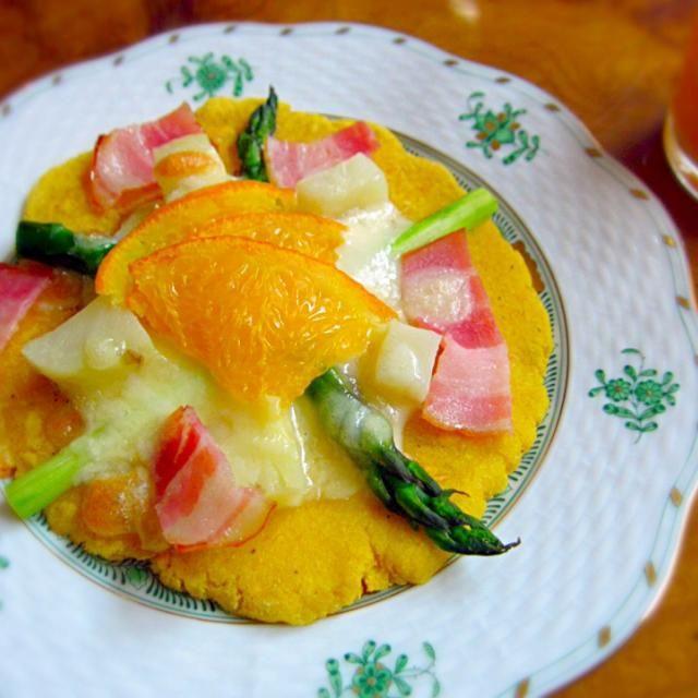 naruさんのレシピ、おから生地のピザを焼きました♡ 発酵なしで簡単だし、モチモチで美味しい*\(^o^)/* 私は冷蔵庫に余ったかぼちゃのマッシュを生地に練り混んで、生クリームソースを敷き、 具は、 アスパラ、ポテト、ベーコン、オレンジ、チーズ、最後にマヨがけにしました♪ 粉もの大好きだけど、高カロリーのピザは食べた後なんとなく罪悪感… でもnaruさんのこのレシピなら、思いっきり美味しく食べれて幸せです♡ - 79件のもぐもぐ - なるち♡さんの料理 naru♡お家c@fe⭐おから✨で、もっちもちピザ(*♡д♡*)♥発酵もな〜し♩かなりオススメです!♡♡ by tomomaru