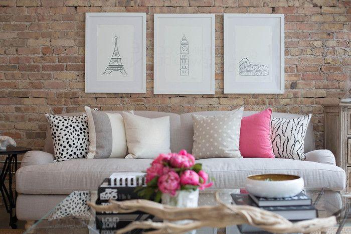 クッションカバーをビビッドなピンク色にしてお部屋のアクセントにしてみる。