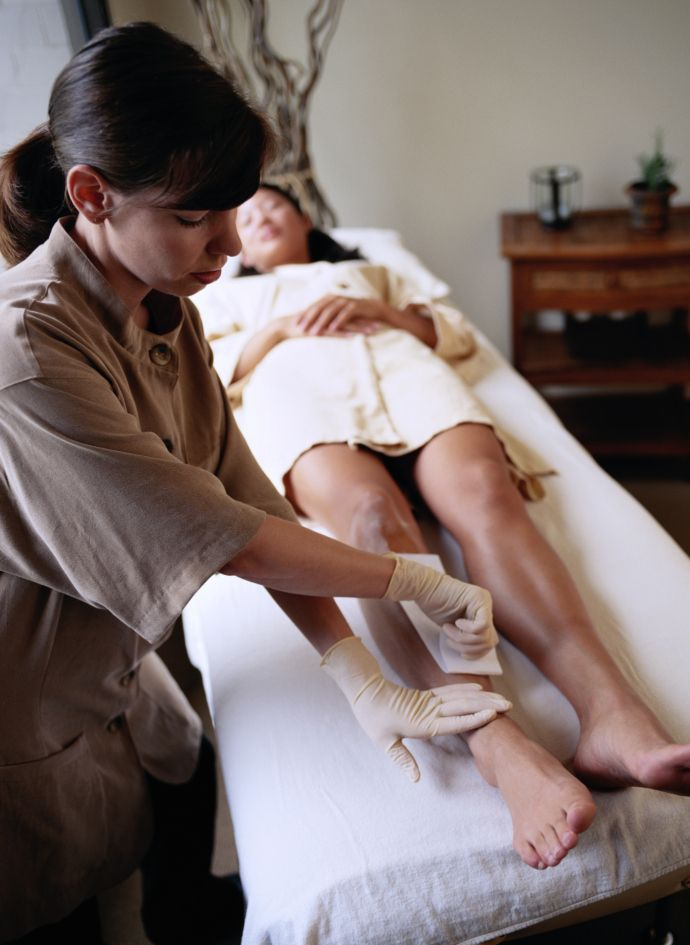 What It's Like to Get Your Legs Waxed For the First Time   StyleCaster