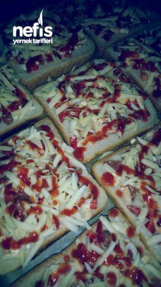 Tost Ekmeğiyle Lezziz Pizza