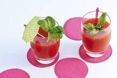 Pureer de aardbeien met rum en rietsuiker in de blender. IJskoud de lekkerste - Recept - Allerhande