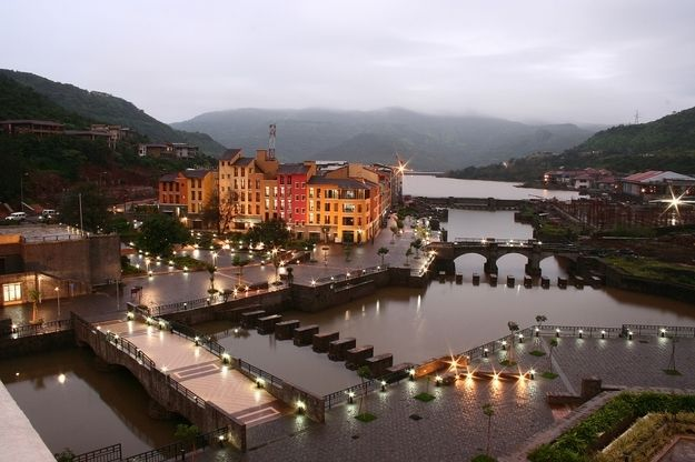 Located at just a little distance from Pune, Lavasa is a new hill station town with beautiful landscapes and a peaceful and serene environment. Lavasa is a great destination if you just want to chill and relax, play golf, go for long relaxing walks. The choice is yours!