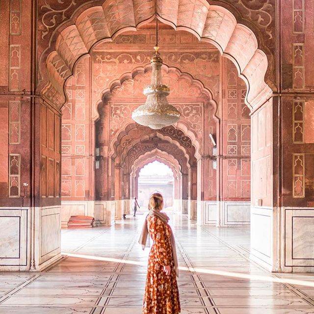 Jama Masjid, Delhi ...  Be willing to surrender who you are for what you could become ✨      #dametravelerindia #dametraveler