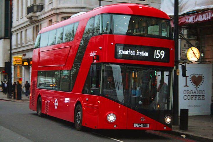 En este artículo te voy a recomendar una ruta panorámica gratuita por el centro de Londres en autobús. Esta ruta tiene una peculiaridad frente a los autobuses turísticos habituales: se realiza en un autobús de línea regular. ¿Que implica esto? Que si dispones de una Oyster Card o de un Travelcard de National Rail, podrás viajar totalmente gratis.