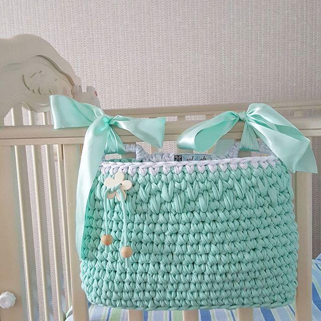 Новинка для мамочек и их малышей! Очень удобный кармашек на детскую кроватку ментолового цвета❤❤❤ #пряжалента #малыши #вязаниекрючком  #детскаякомната